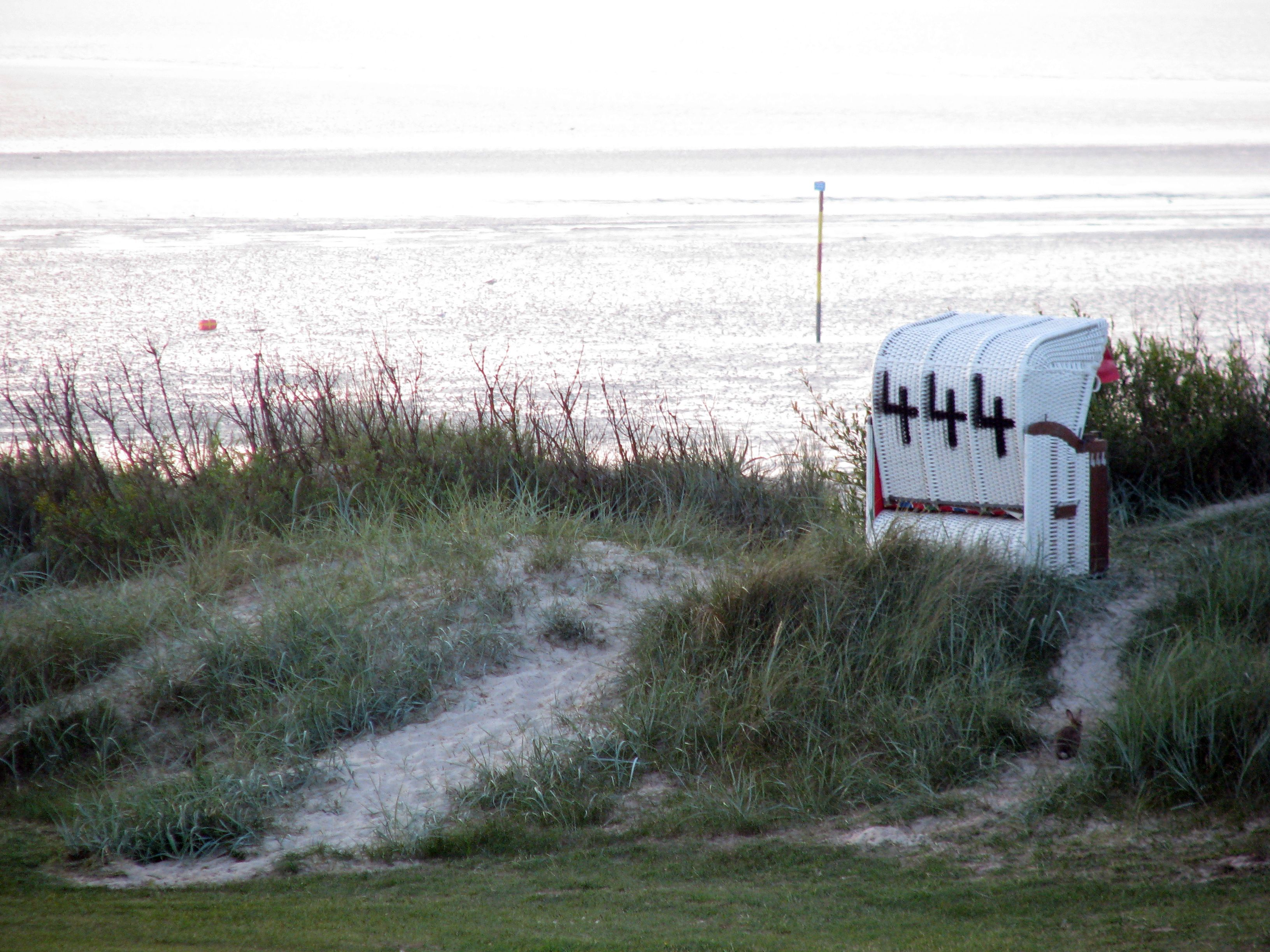 Strandkorb am meer wallpaper  Hooksiel | Strand, Hafen und Hooksmeer | Ferienhaus / FeWo an der ...